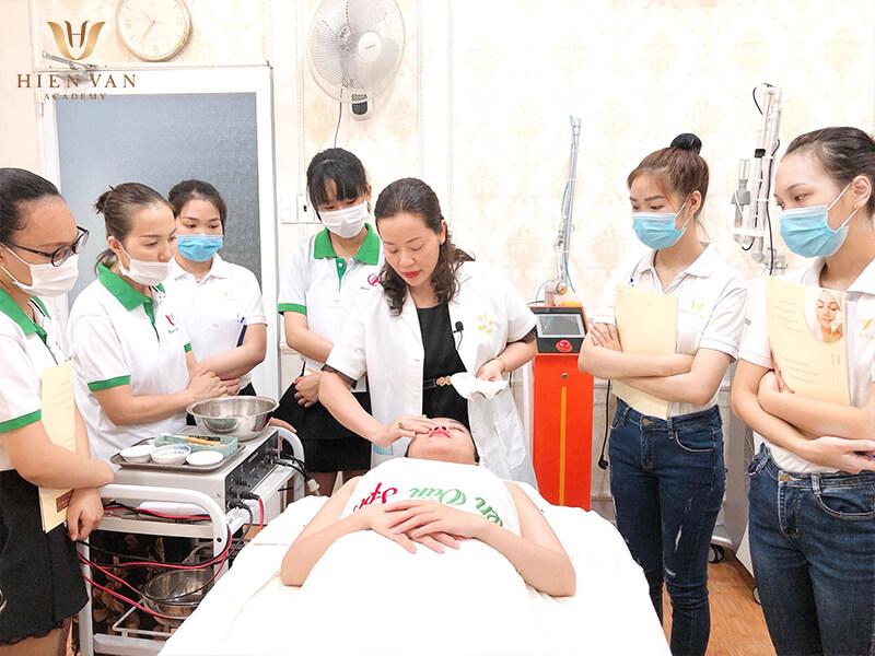 Học nghề tại Hiền Vân Academy
